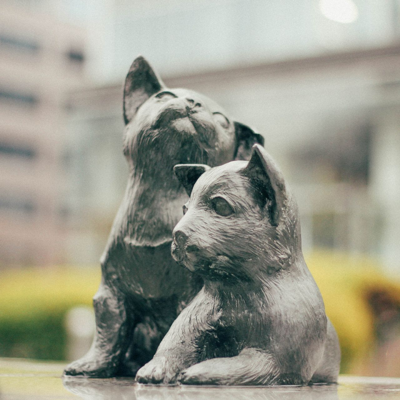 sculpture of dogs